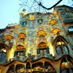 allthingseurope:  Casa Batlló, Barcelona (by javier1949)  just feel like traveling away right now. one of the places I would go back to