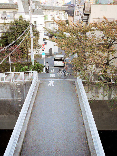 makafushigi:  Plain small bridge 面白味のない橋 by urawa on Flickr.