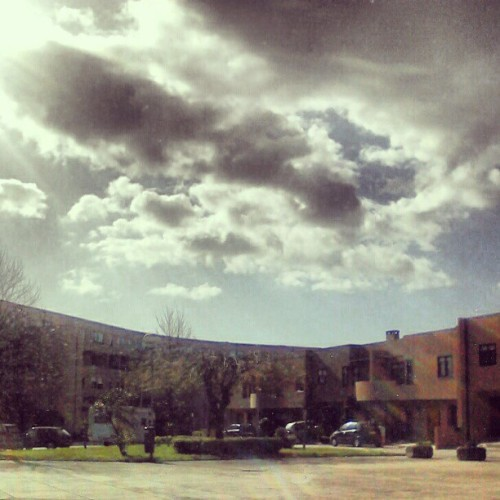 foto n500 :o  solzinho da tarde de hoje :3 #sun #sky #clouds #buildings #day #today #photooftheday #instamood