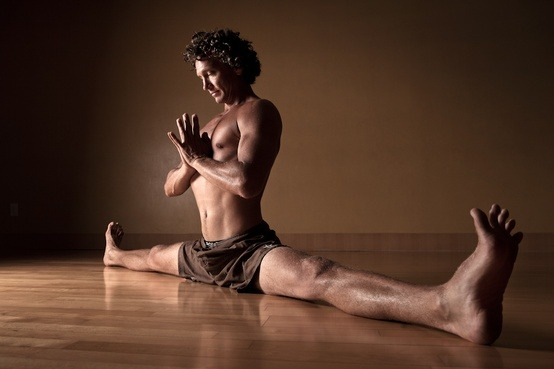 Pete Hurley - Samakonasana. Photo from http://www.michellehaymoz.com/