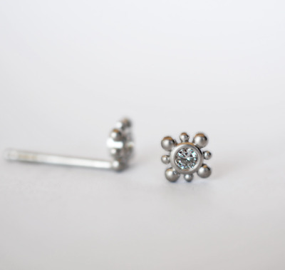 diamond stud earrings in 14k white gold