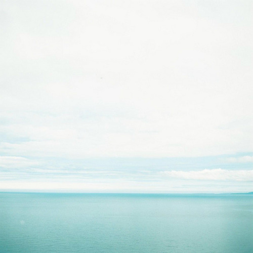 quietblue:  blue by chant0m0 on Flickr.