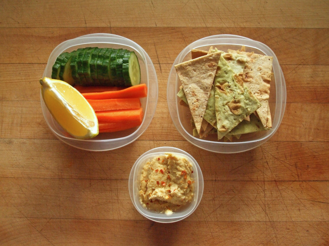 hellcatt:  garden-of-vegan:  cucumber and carrot with lemon and hummus, california lavash chips  yumm