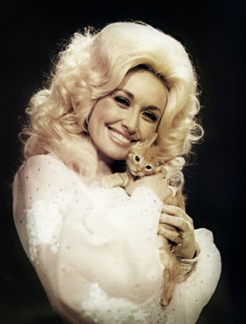 suicideblonde:  Dolly Parton and a kitten