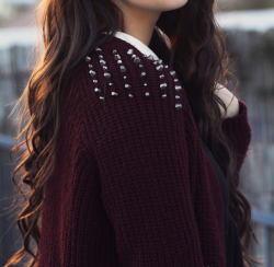 stayingsincere:  stuckinherdaydream:  need a sweater like this and hair like this   oh hey i have that sweater it's bomb