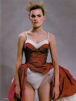 supermodelgif:  Guinevere Van Seenus by David Sims for Vogue UK March 1996