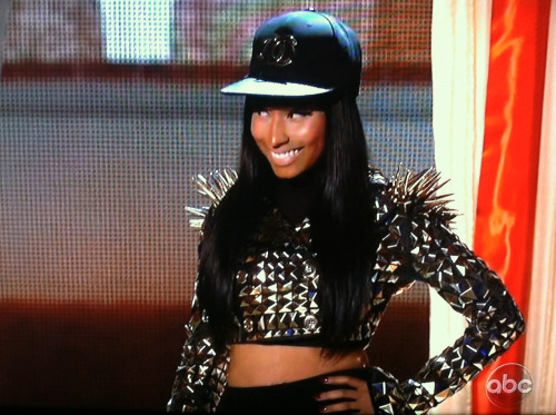 youreabarb:  Nicki about to perform High School.