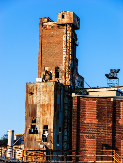 ataqueaereo:  Old factory