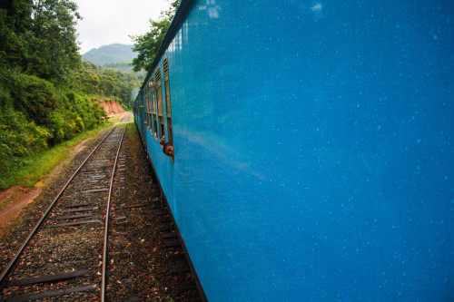 fotojournalismus:  A train ride through southern Sri Lanka is a display of colours, beautiful nature and charming aromas. (April 29/2013) Jesse Sharratt (jessesharratt.tumblr.com)
