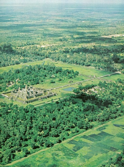 vintagenatgeographic:Angkor Wat, CambodiaNational Geographic | May 1982