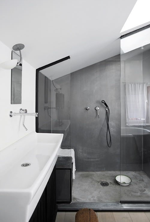 spatious contemporary shower (via pinterest)