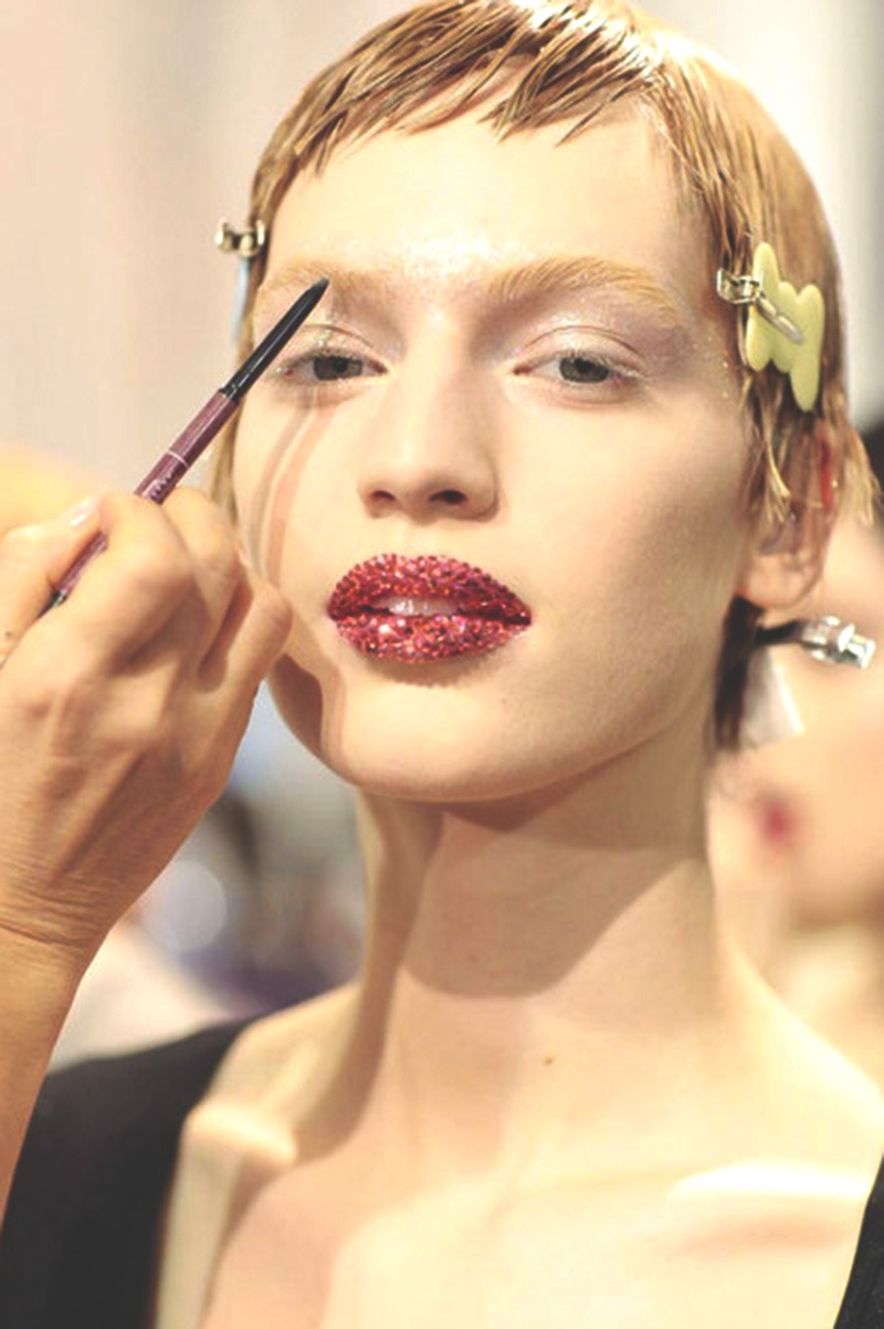 somethingvain:  christian dior haute couture s/s 2013, sparkled lips backstage