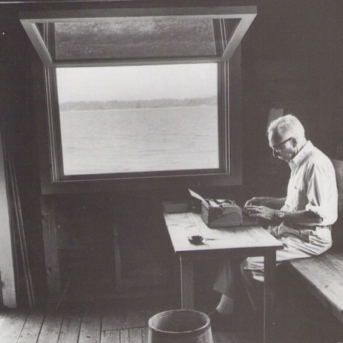 such a fine workspace #ebWhite #want