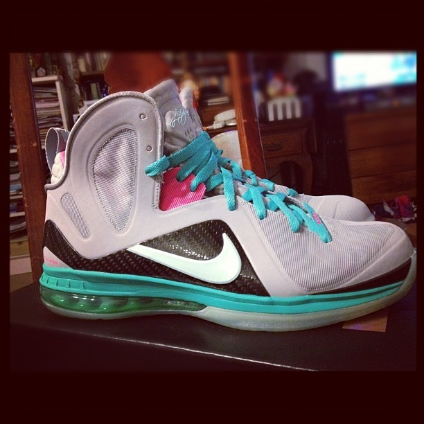 SOUTHBEACH lebron 9s size 11 up for auction on eBay #igsneakercommunity #shoeporn #nike #southbeachlebron #lebron9 #sneakerhead