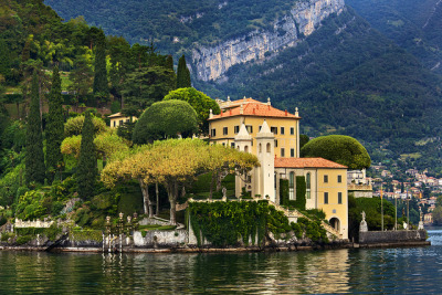 mysticjones:  Villa del Balbianello,  Lake Como, Italy via photopin cc Look familiar?  This villa has appeared in several films including the Casino Royale Bond movie as well as Star Wars Episode 2.