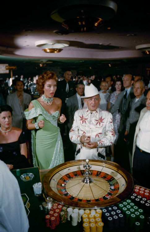 vintagelasvegas:  Las Vegas 1955 | Loomis Dean—Time & Life Pictures/Getty Images