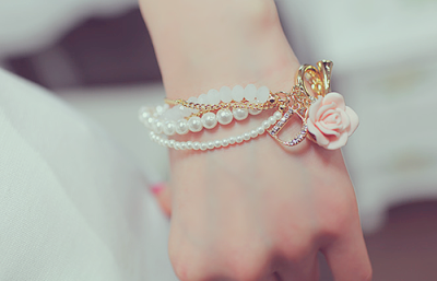 martolissofialis:  Cute Bracelet | via Tumblr on We Heart It - http://weheartit.com/entry/56426561/via/marta_simoes Hearted from: http://youreyesareinthestars.tumblr.com/post/33487657295