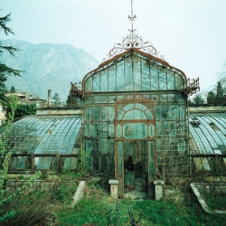 abandonedandurbex:  Abandoned Botanical Garden in Germany [1280 x 1280] by unknown