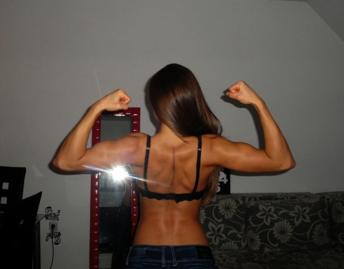 strongangels:  Monica's strong back.