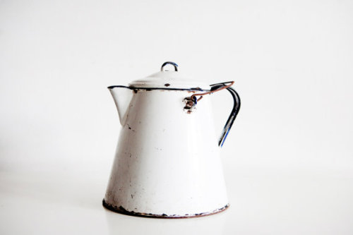 (via Large Vintage Enamel Kettle with Removable by BrightWallVintage)