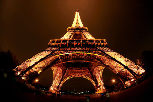 The Eiffel Tower (by Prasit_Chansareekorn)