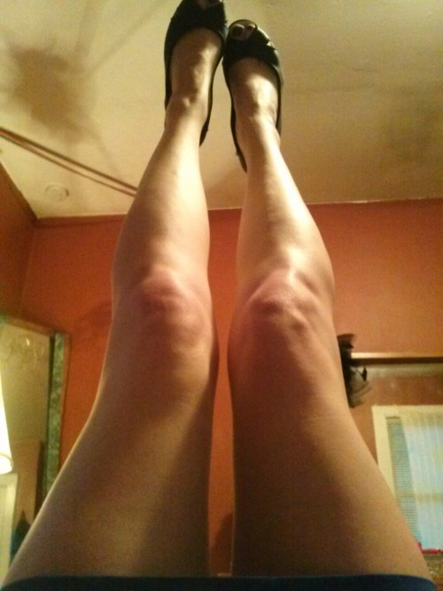 psychedelicshlee:  toes in the air rainy day legporn
