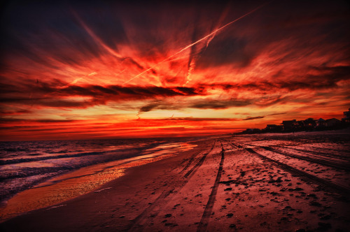 Emerald Isle Sunset, Barrier Island near Jacksonville, North Carolina.(by OlivierJD)