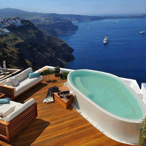 aroundgreece:  prestontaylorrr:  I've been here. #Santorini #Greece #RometoAthens2011 #eftours  Beautiful Santorini - www.aroundsantorini.com
