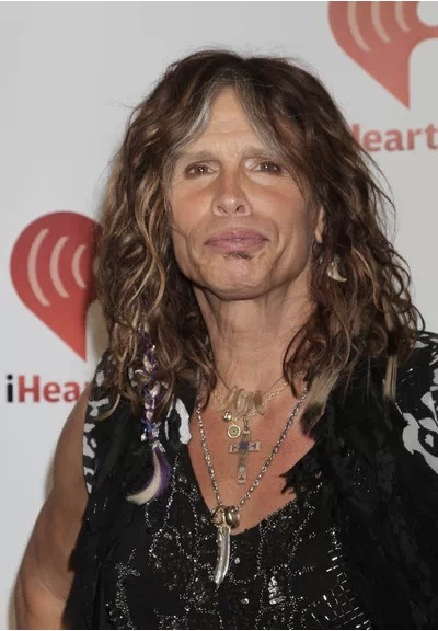 Steven Tyler is all set to go to Hawaii…. to testify in front of Hawaiian legislators who are debating the passing of an anti-paparazzi bill. The bill has been nicknamed the Steven Tyler Act.