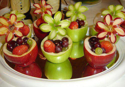 letthemeatvegancake:  Easy Fruit Cups  These look so cute and delicious! :)