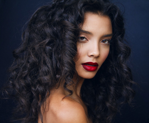 maybelline:  That hair! Those lips!