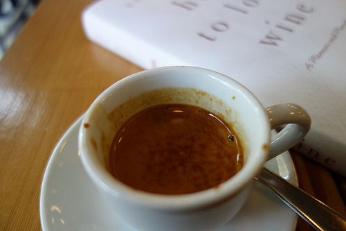 Well-crafted Alphabet City house blend espresso but with an acidic, grungy bite. Tried another one and still didn't enjoy it. Ninth Street Espresso's original branch - chill place to work.