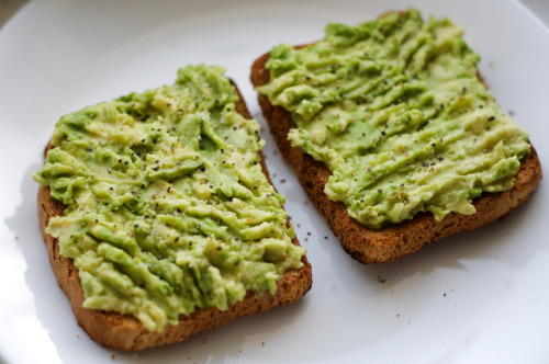 happy meal :D slices of bread with avocado sauce bottanica:  youth-tide:  yum  yumyuuum