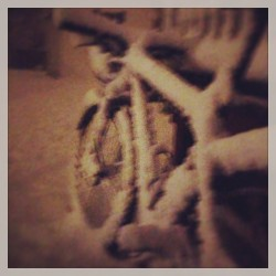 prenquin:  You poor thing… #snow #snowybike #bike #fisherrig #boom