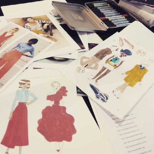 Taller de ilustración de moda con Candela Ferrandez en El Armadillo Ilustrado #lasarmas #zaragoza #fashion #art (en El Armadillo Ilustrado)