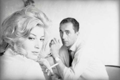 keyframedaily:  Monica Vitti and Michelangelo Antonioni on the set of La notte (1960). Photo by Gianfranco Moroldo. Via Rifrazioni. Dal cinema all'oltre.