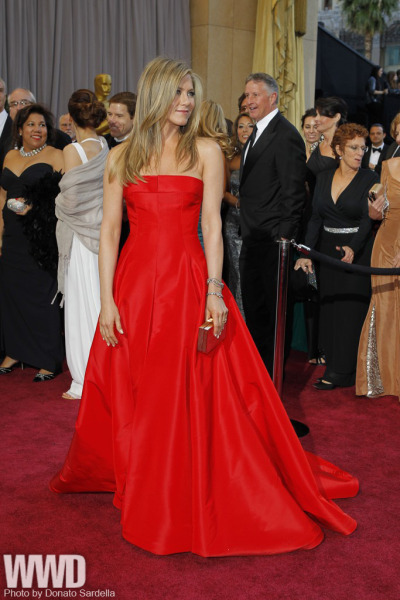 womensweardaily:  On the Red Carpet at the Oscars Jennifer Aniston in Valentino and Fred Leighton.