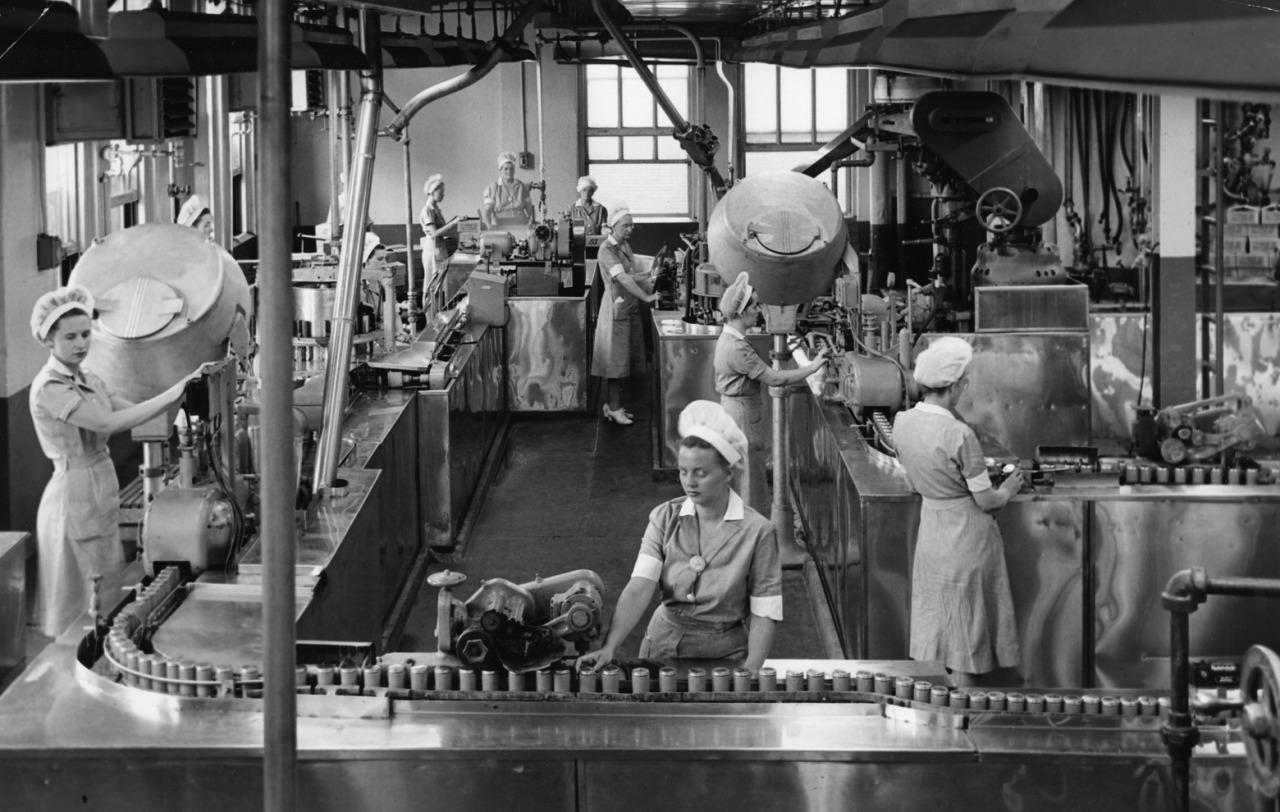 The Heinz baby food filling line, Dec 28, 1956.