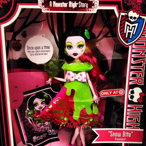 #MonsterHigh- Snagged this for my daughter for her birthday … (Her birthday isn't until 7/2)… #toys #dolls #horror #snowwhite #snowbite #draculaura #AMonsterHighStory #Target #geekgirl