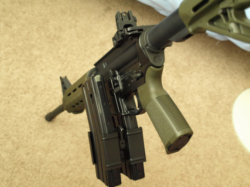 cotton-mouthh:  AR-15 double clip