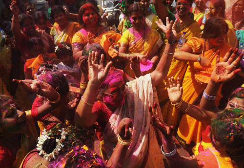 "sinidentidades:  India celebrates Holi, festival of colors From soldiers in the north to teenagers in the south, Indians of all hues threw water-filled balloons and smeared colored powder on each other to celebrate the festival of Holi on Wednesday. The revelry began in the early hours with children engaging in water fights, using plastic guns and balloons to splash each other and any unsuspecting person in sight from the rooftops of homes in the Indian capital Delhi. Soldiers in the disputed state of Kashmir as well along the Wagah border between India and Pakistan rubbed brightly-colored powder on each other's faces and danced to Bollywood songs heralding the ""festival of colors"". In Mumbai, home to the Hindi film industry, usually riotous celebrations appeared to have been muted, perhaps in response to a call by leading actors to conserve water as millions of Indians face their worst drought in decades. Although the festival is usually celebrated with wild ""rain dances"" and the throwing of buckets of water, the drought in central parts of Maharashtra state, of which Mumbai is the capital, led many to push for a ""dry"" Holi."