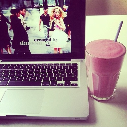 Sex and the City and a smoothie !! #tbt