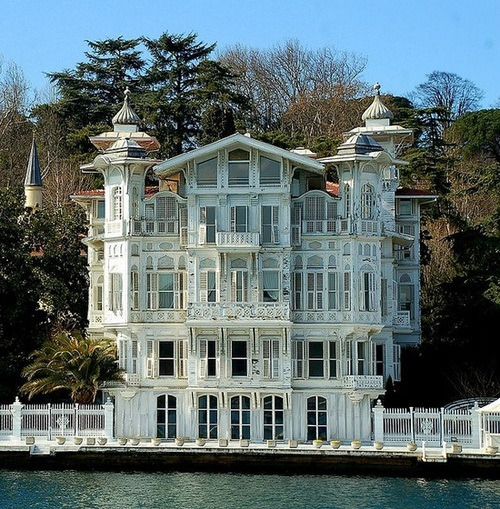 Lake House, Istanbul, Turkey photo via besttravelphotos