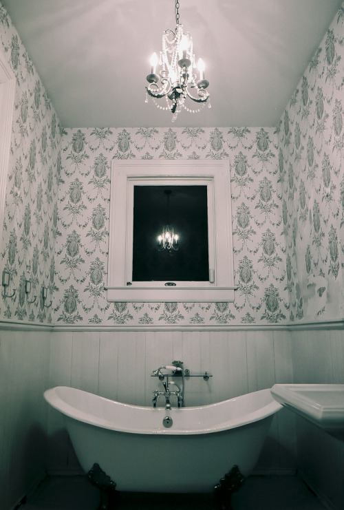 italdred:  old bathroom (by Shane McCormick)