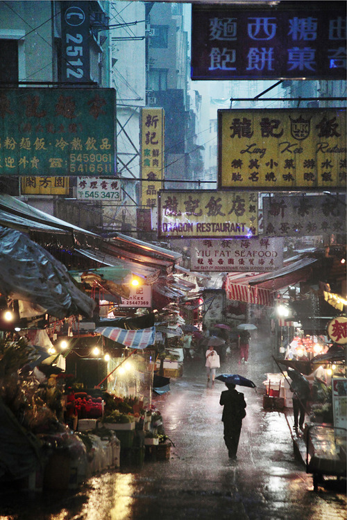 relapsinglazyholic:  Hong Kong in the rain by Christophe Jacrot