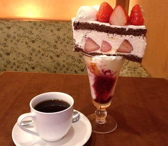 devilduck:  Who Needs a Cherry on Top? Osaka Café Crowns its Parfaits with Cake http://en.rocketnews24.com/2013/05/11/who-needs-a-cherry-on-top-osaka-cafe-crowns-its-parfaits-with-cake/