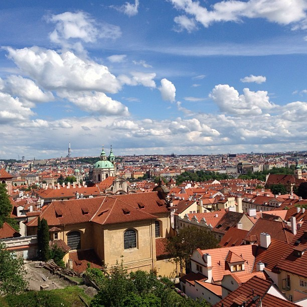 Skyline of #prague. #czechrepublic #madridtomunich  (at Prague Castle View Point)
