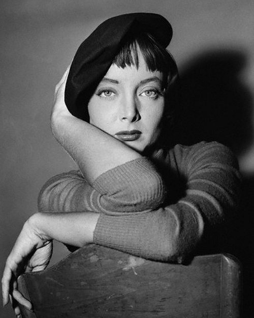 Carolyn Jones goes Beatnik (c.1961)