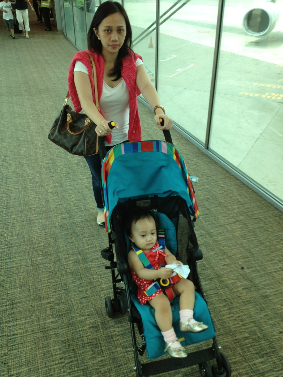 Singapore Trip 2013. Day 1.  Our first family trip! We chose Singapore and pick the dates not long after your birthday, March 28 - April 1. We arrived in Changi airport in the afternoon and took the MRT to the hotel, luckly you enjoyed eating airplane foods. Afterwards we went to Orchard for dinner at 313 Sommerset and Mom did a little shopping.