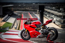 cycleworld:  Ducati unveils 1199 R at Circuit of The Americas.